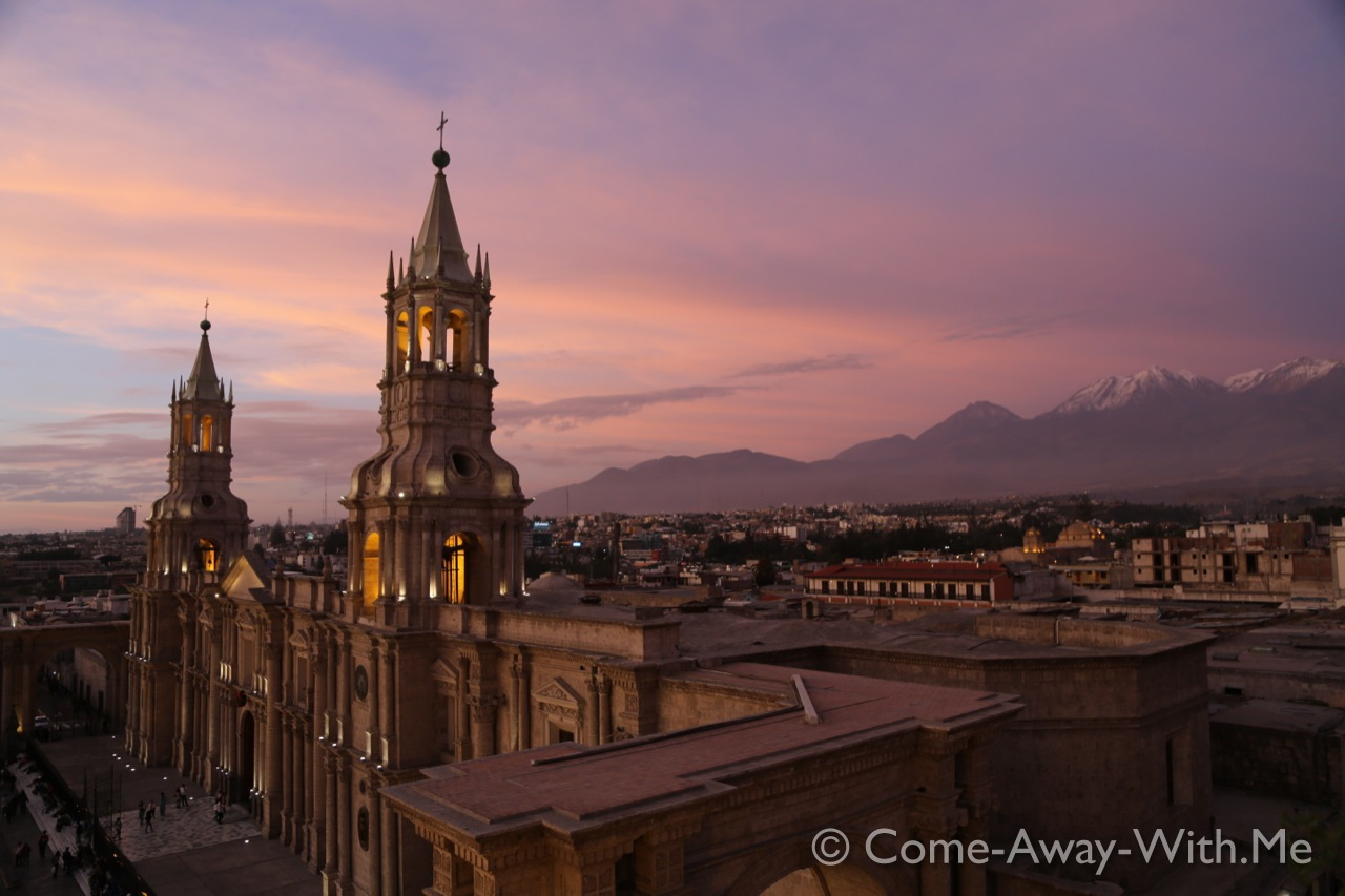 Arequipa cathedral with the surrounding mountains